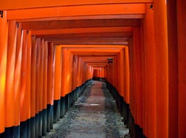Fabulous red <em>torii</em> gates at Fushimi Inari Shrine
